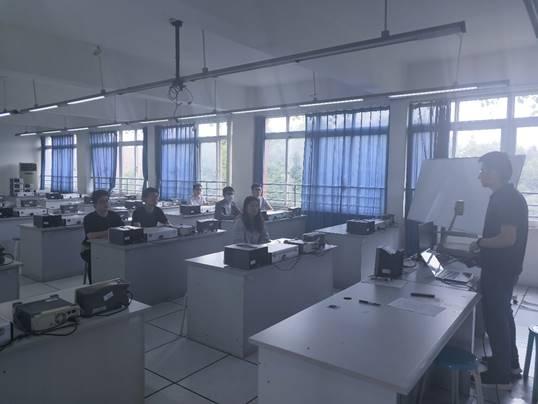 工学院实验中心开展三风建设活动